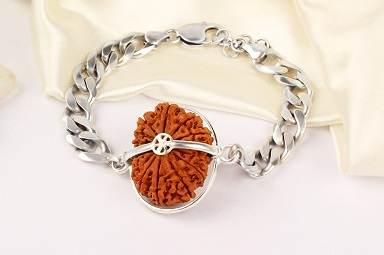 16 MUKHI from Nepal in Silver Bracelet