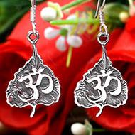 Leafy Om earrings in pure silver