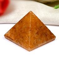 Pyramid in natural Yellow Jade - 10 gms