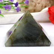 Pyramid in Labradorite - Support and stability - 113 gms