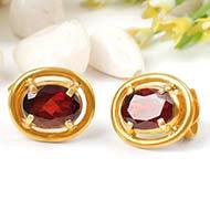 Red Garnet earring in pure gold