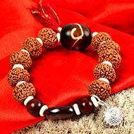 9 Mukhi Rudraksha with Gomed and Red Sandalwood Bracelet (Crown)