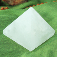 Pyramid in Natural (White Agate)
