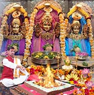 Puja at Mahalaxmi Temple Mumbai