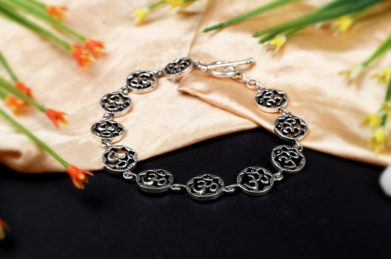 Om Bracelet in pure silver - Design II