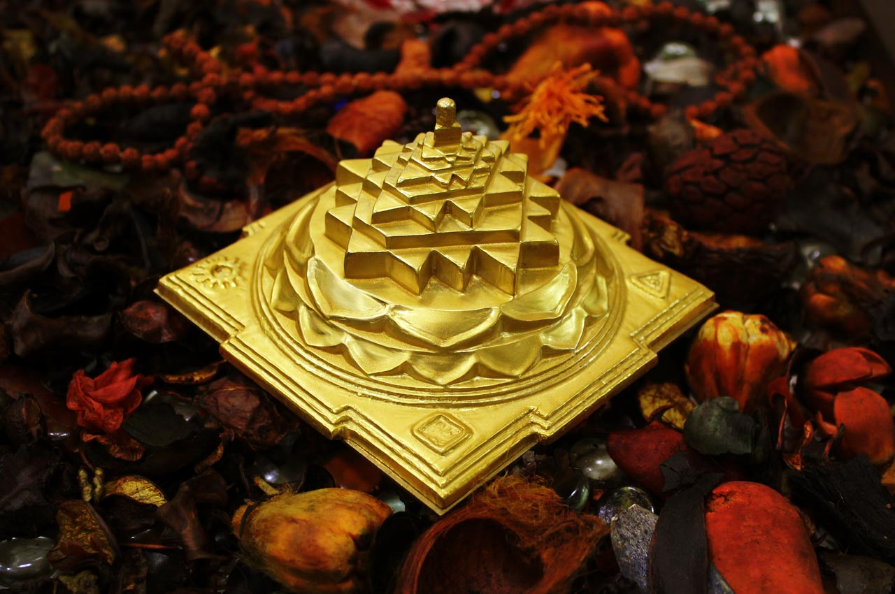 Shree Yantra Maha Meru in Panchdhatu (Devipuram)