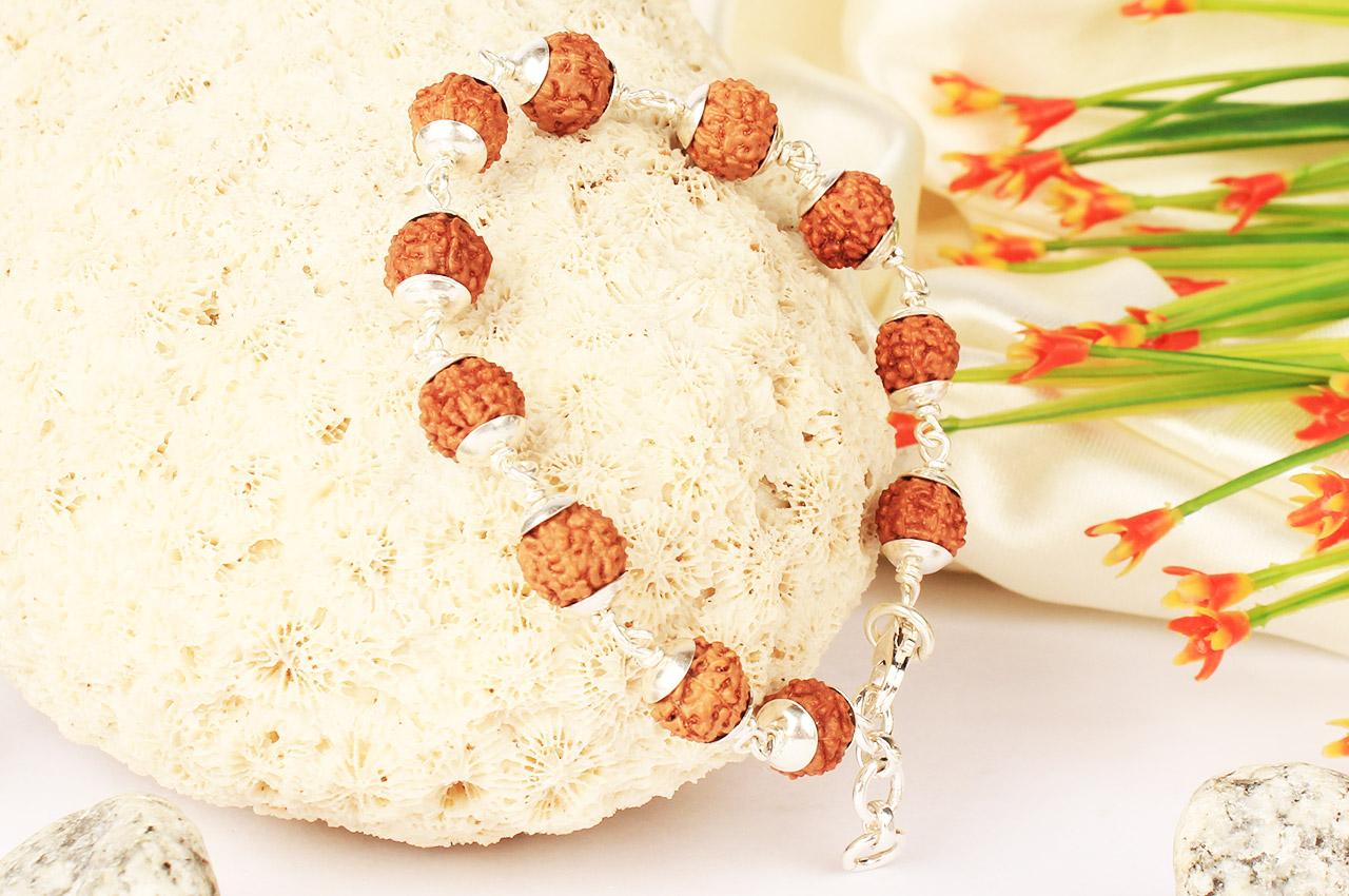 7 mukhi bracelet in plain silver caps