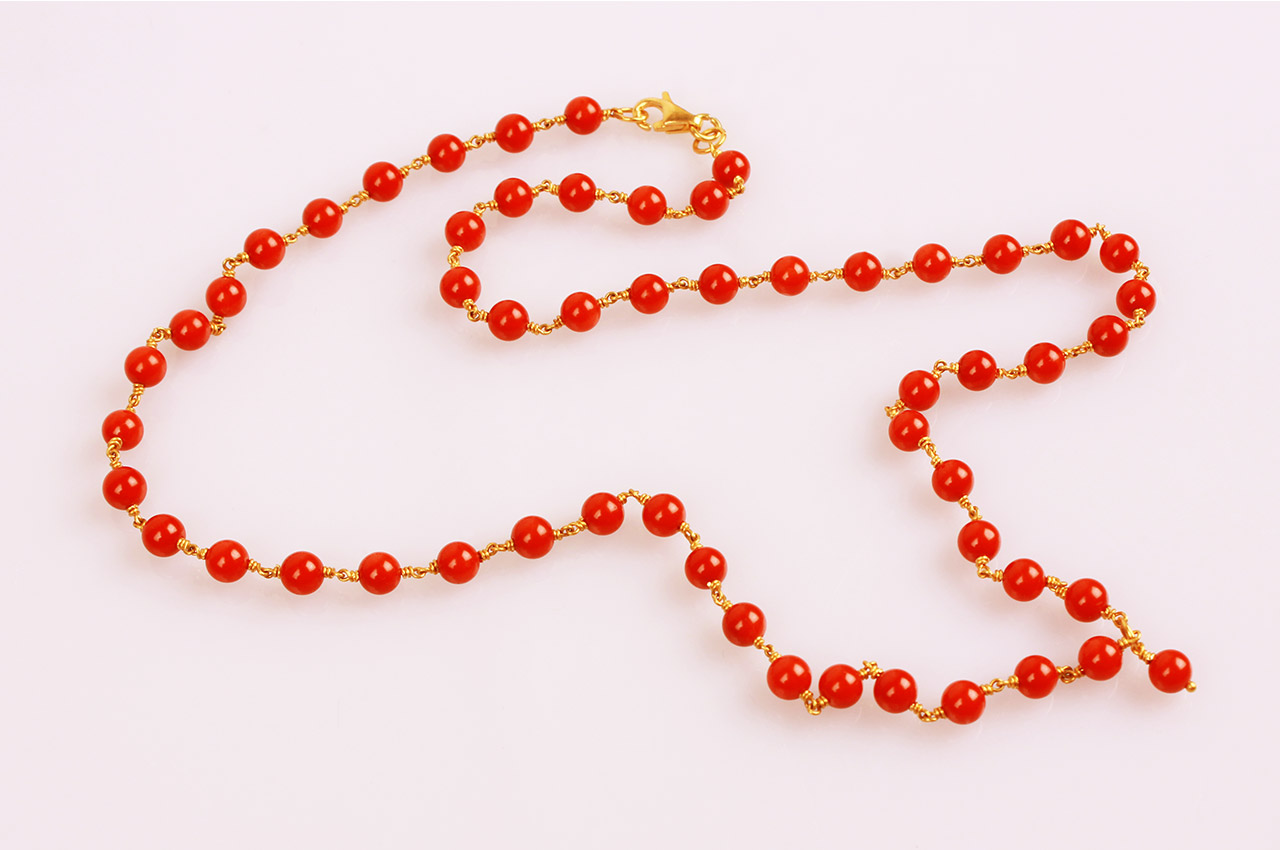 Coral beads necklace in gold - 5mm