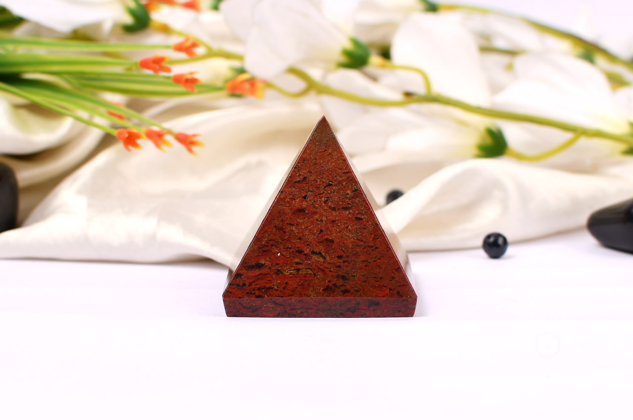 Pyramid in Red Jade - 103 gms