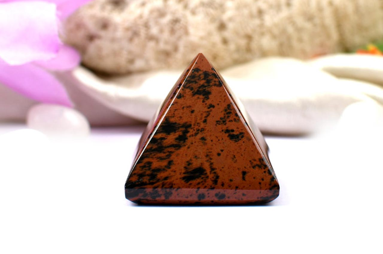 Pyramid in Natural Mahagony - 40 gms