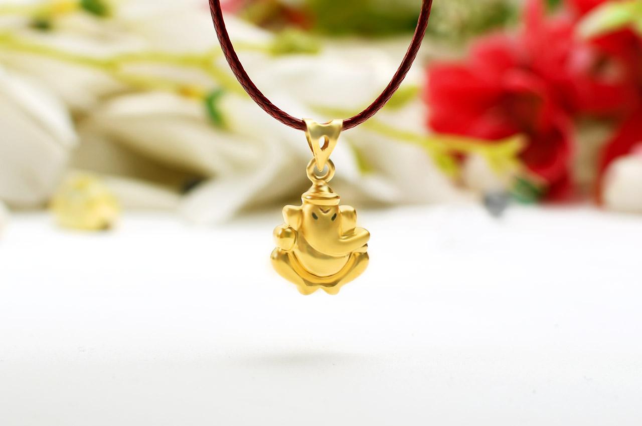 598ae47afe18 Ganesh Pendant in Gold - Design III - Rudraksha Ratna