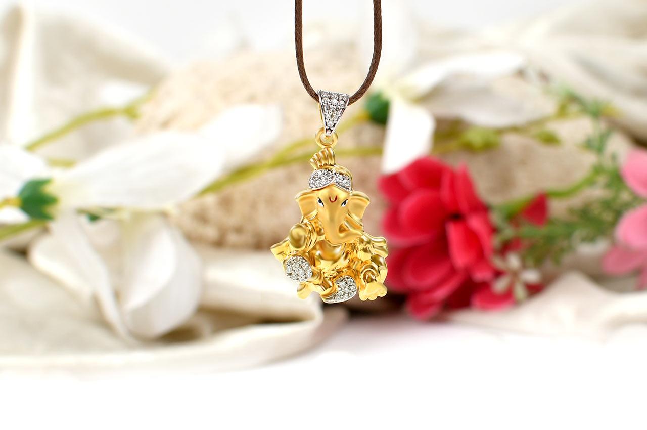 Siddhidayak Ganesh pendant in gold
