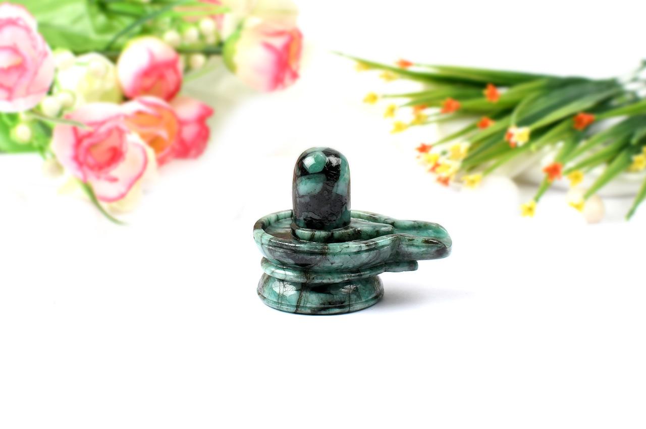 Shivlinga in Emerald-357.10 carats