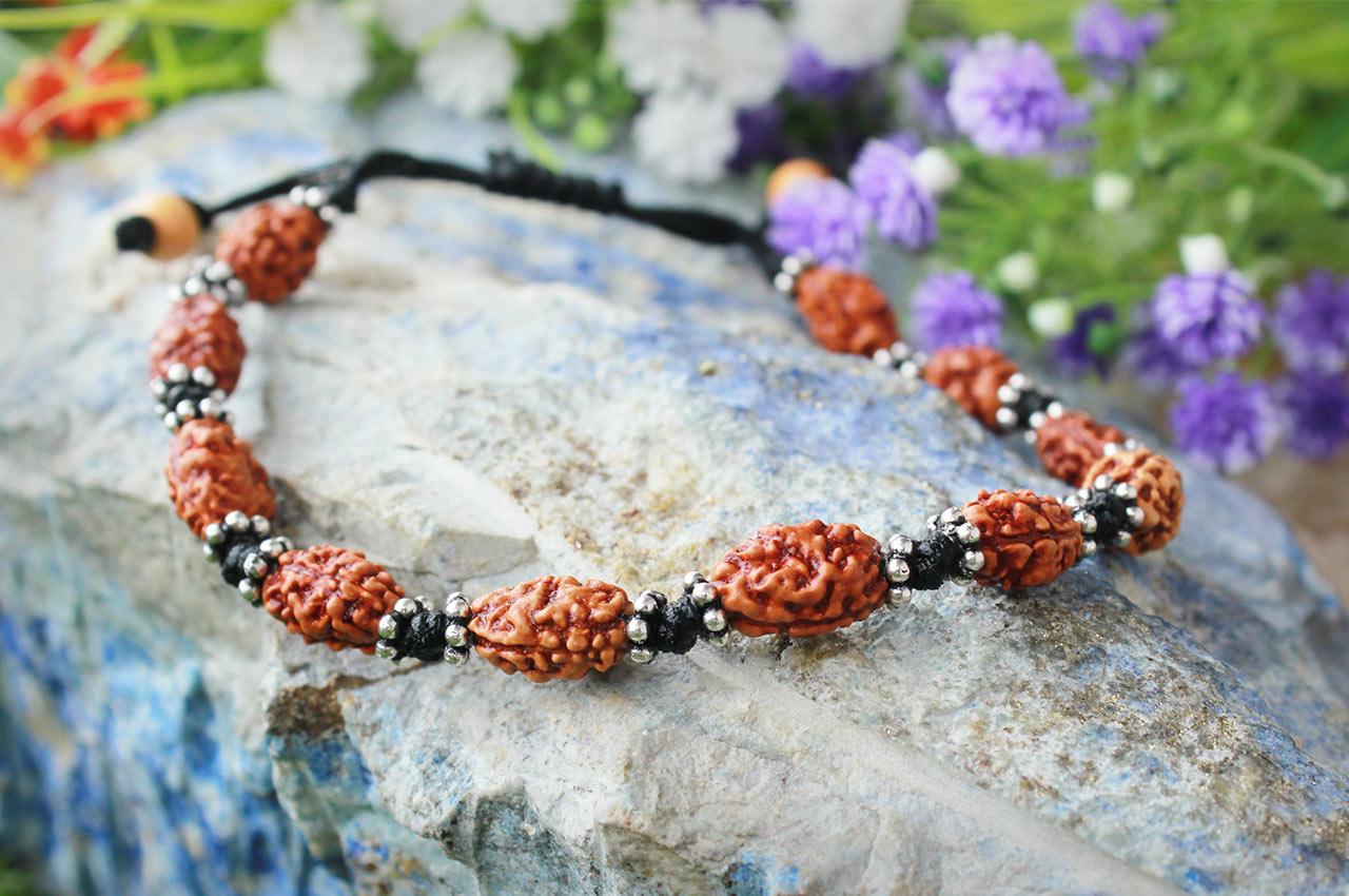 2 mukhi moon bracelet - Java in silver chakri