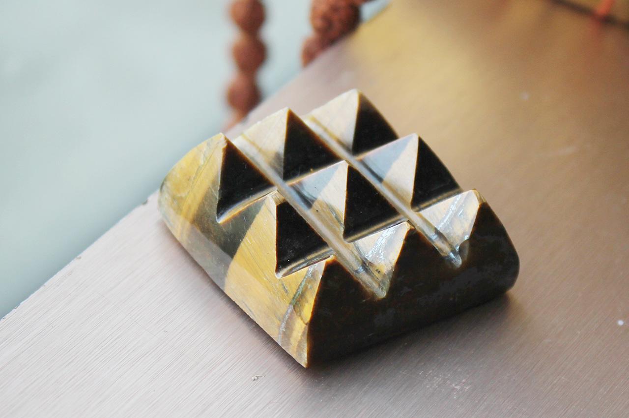 Tiger Eye - 9 Pyramid grid