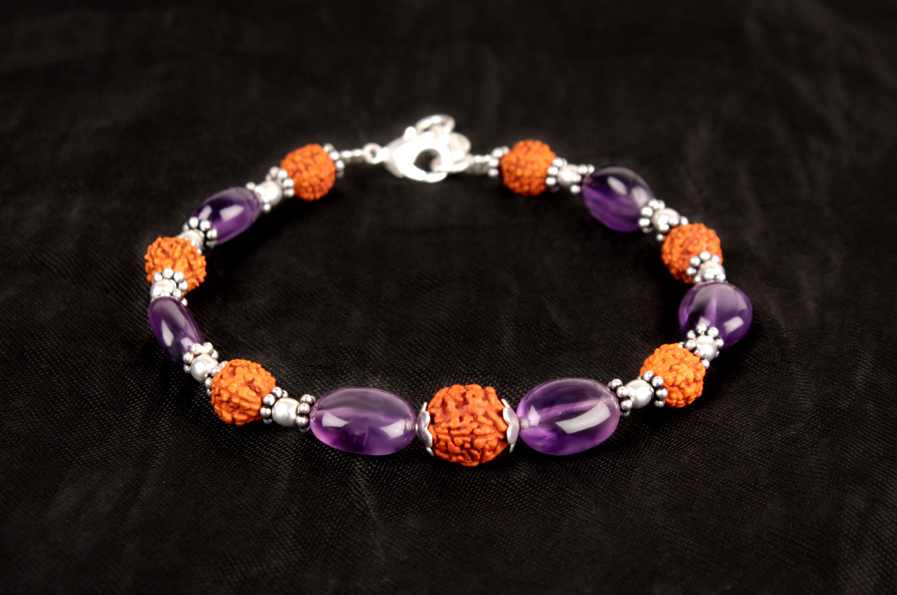Amethyst Oval 7 mm Bracelet - Design 1