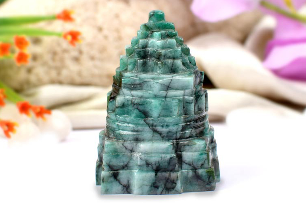 Emerald Shree Yantra - 589 carats