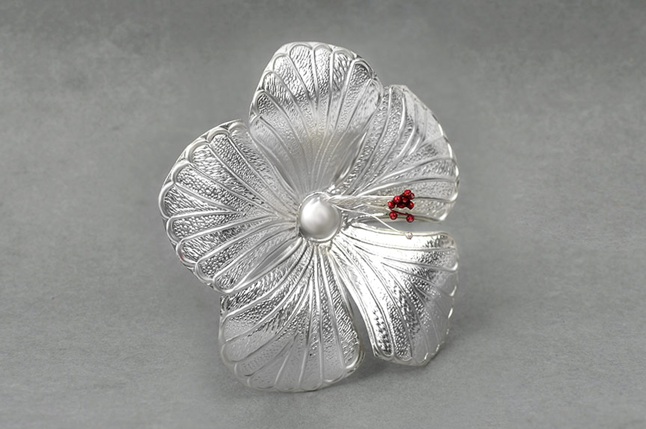 Jaswanti - Hibiscus in pure silver