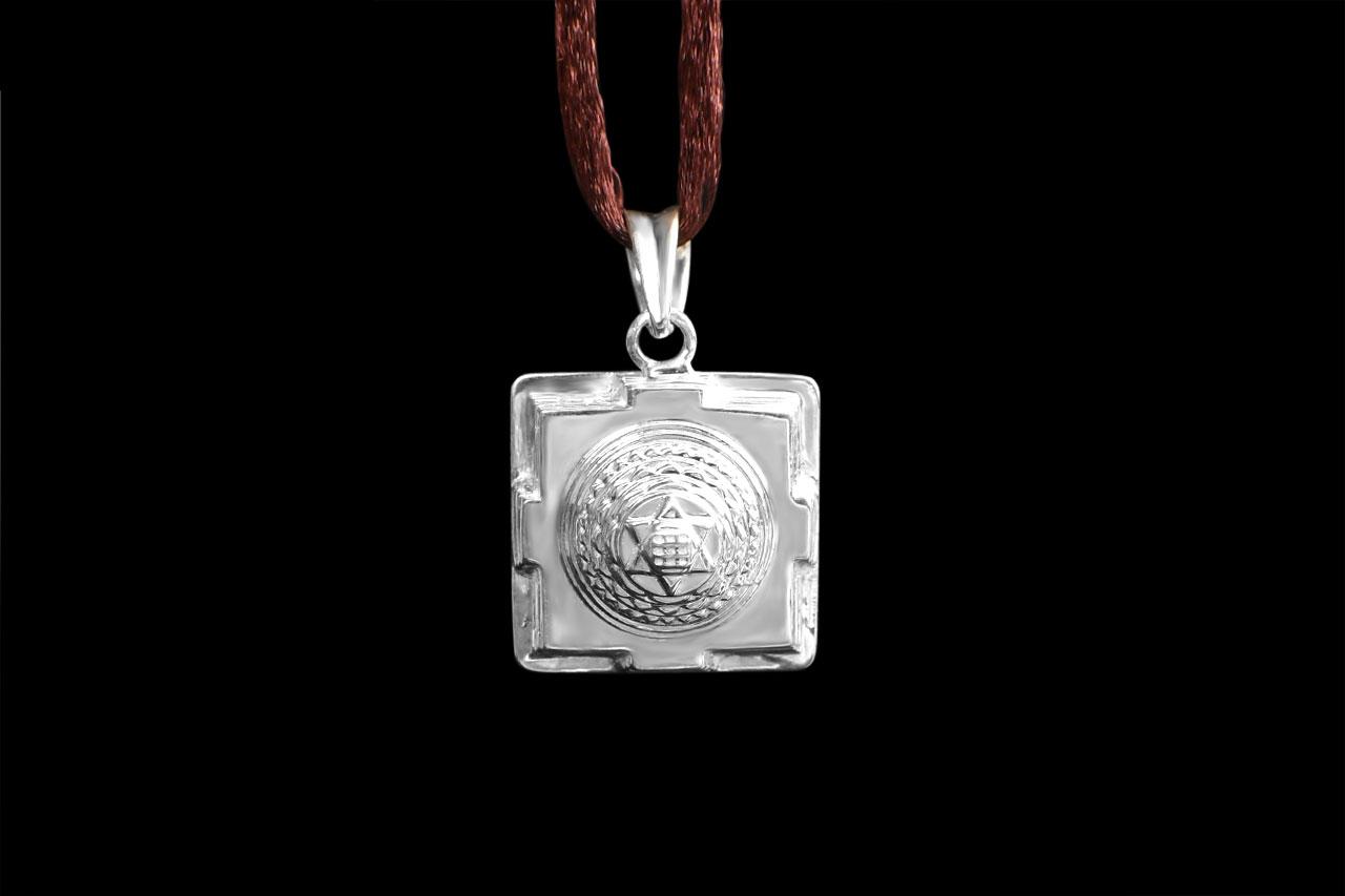 Kuber Yantra Locket in Silver - 3D