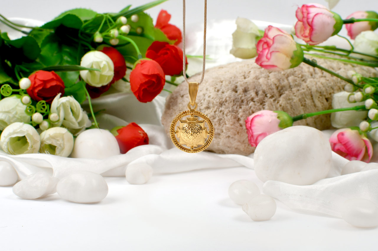 Meru Shree Yantra pendant in Pure Gold