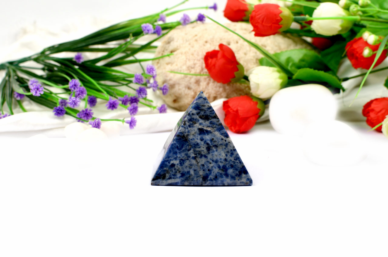 Pyramid in Blue Sodalite - Communication and Creativity - 158 gms