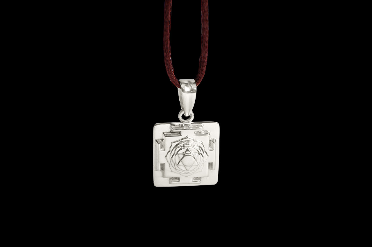 Saraswati Yantra Locket in Silver - 3D