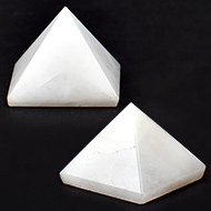 Pyramid in Natural White Agate - Set of 2
