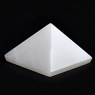 Pyramid in White Agate - 7 gms